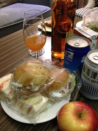 Leofoo Residences : free snack in Happy hour