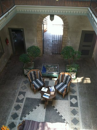 Hotel L'Iglesia : Inner Courtyard/ Hotel Lobby