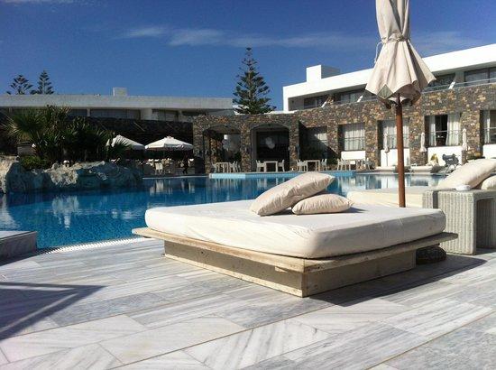 The Island Hotel: Pool area
