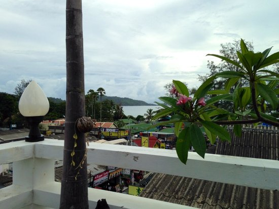 Rayaburi Hotel Patong : View of the sea from rooftop