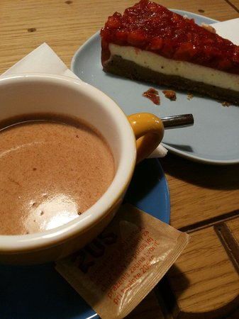 Delicious hot chocolate with delicious cheesecake - Photo de Foxford ...