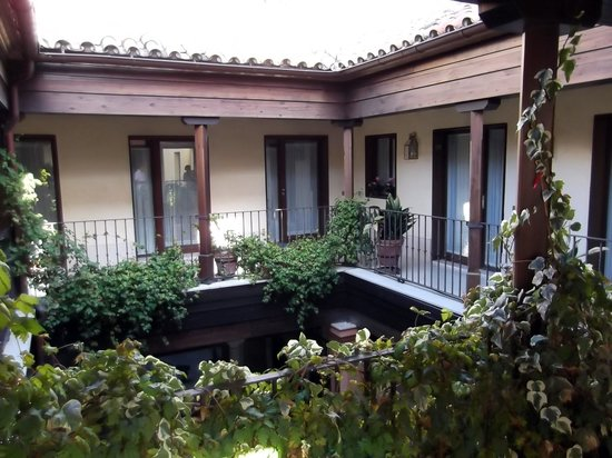 Conde de Torrejon 10: patio