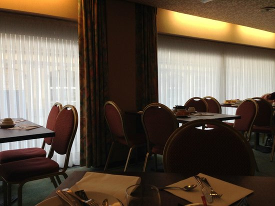Bedford Hotel & Congress Centre: Breakfast room