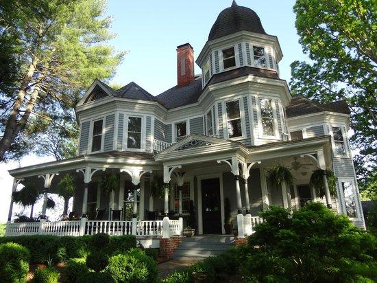 Biltmore Village Inn : The main house
