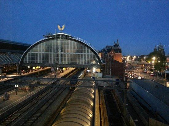 Ibis Amsterdam Centre : Vista da passarela entre os blocos