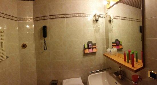Caesar's Hotel: bagno