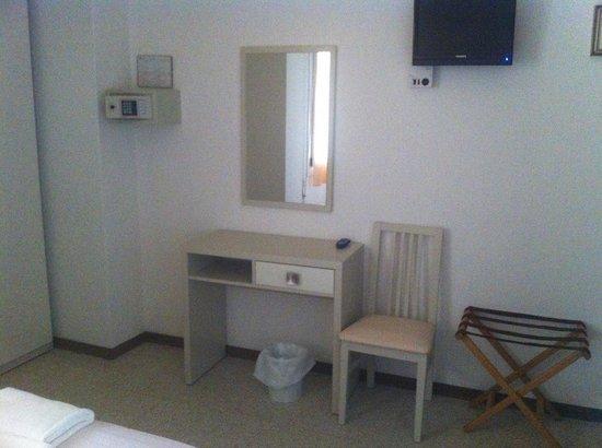 Hotel Brigantino : Particolare di stanza