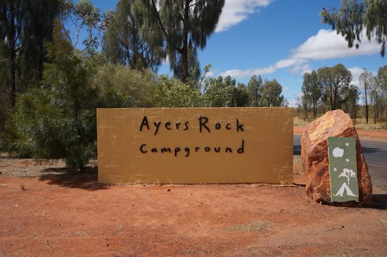 Ayers Rock Campground : The sign in front of the campground