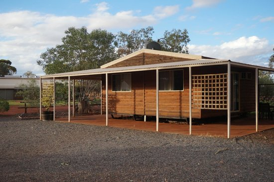 Ayers Rock Campground : the cabins