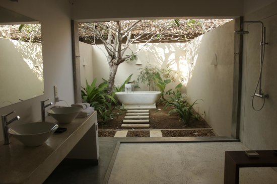 The Frangipani Tree by Edwards Collection: bagno esterno