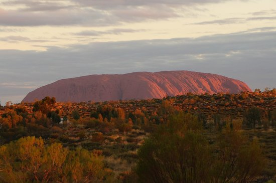 Ayers Rock Campground : Ayers Rock zoomed in from Imalung lookout