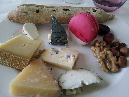 Les Saisons: Selection of cheese