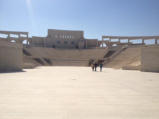 Catar: Amphitheatre in Katar made of travertine