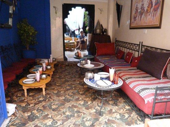 Hotel El Kennaria : l'entrée