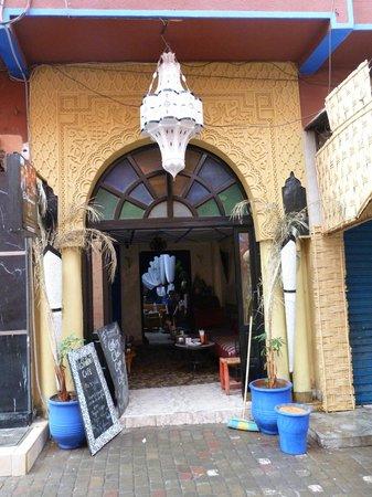 Hotel El Kennaria : entrée vue de l'extérieur