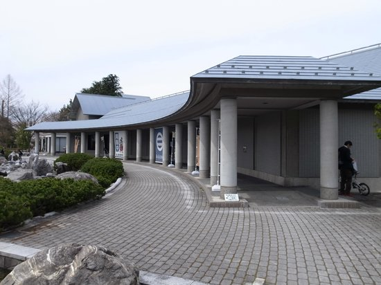 Mogami Yoshiaki Historical Museum : なぜかコリドー形式の外観