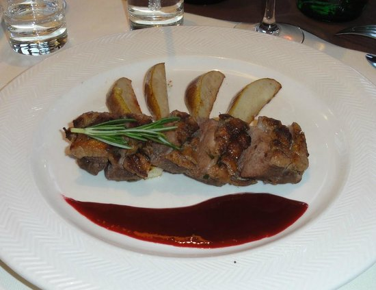Pegas Restaurant & Terrace: Duck breast with pears and raspberry sauce