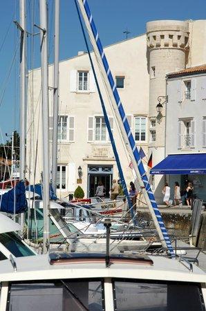 Hotel de Toiras: St Martin Harbour
