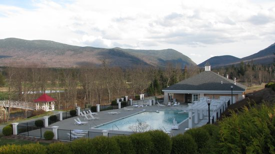 Omni Mount Washington Resort: Outdoor pool (heated all year round)