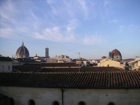 Hotel Veneto Firenze: La chambre a vue sur le Duomo et le San Lorenzo. Le seul point positif.