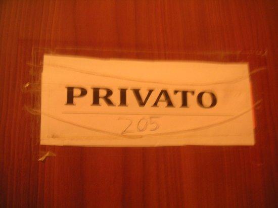 Hotel Veneto Firenze: Votre numéro de chambre est écrit sur une feuille brouillon....