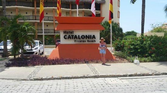 Catalonia Yucatan Beach: Hotel entrance