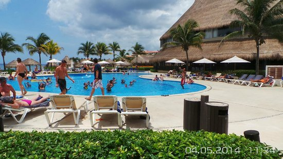 Catalonia Yucatan Beach: Pool