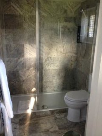 Willow Barns: Large walk in shower