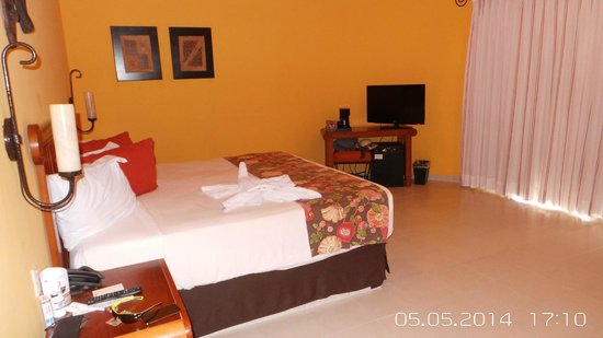 Catalonia Yucatan Beach: Our Room