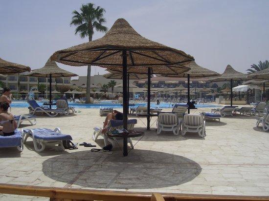 LABRANDA Club Makadi : у бассейна