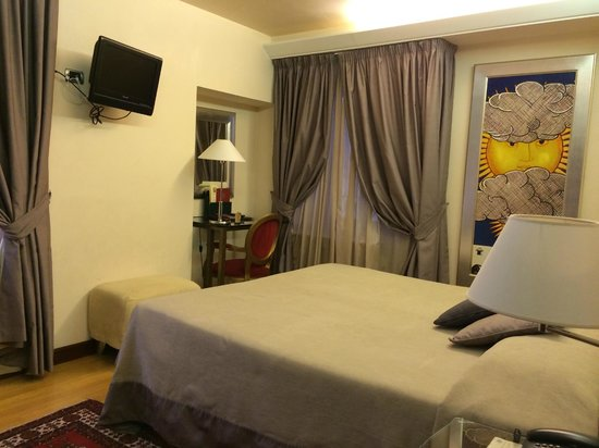 Liassidi Palace Hotel: Spacious bedroom