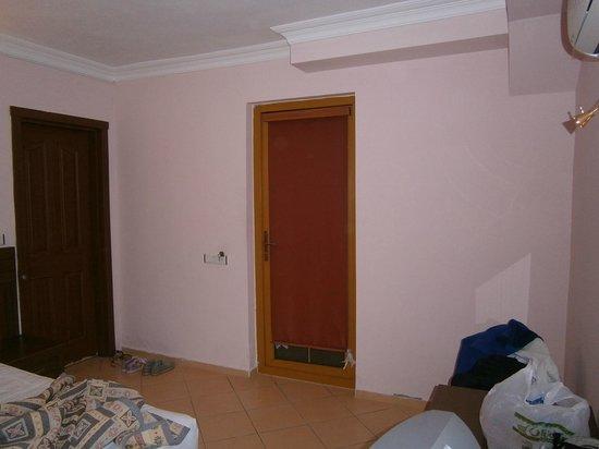 Dorian Hotel: номер без окна в полуподвале