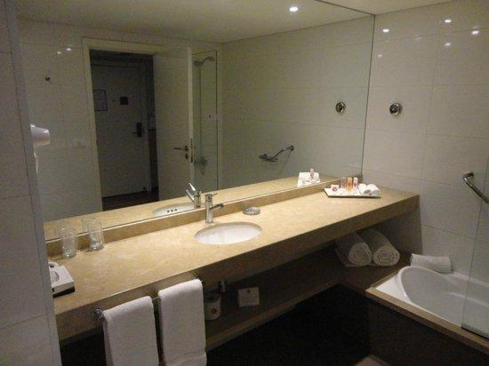 My Suites: Baño amplio