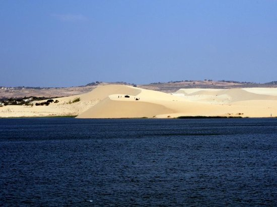 White Sand Dunes : Dunes from the lake