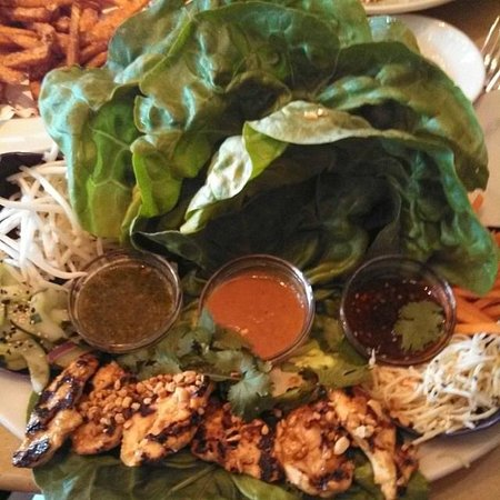 The Cheesecake Factory : Dried Chicken on the Thai Chicken Wraps