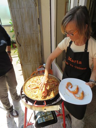 Clases privadas de paella con Marta: putting it together