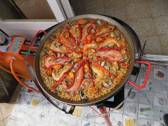 Clases privadas de paella con Marta: Ready to be served