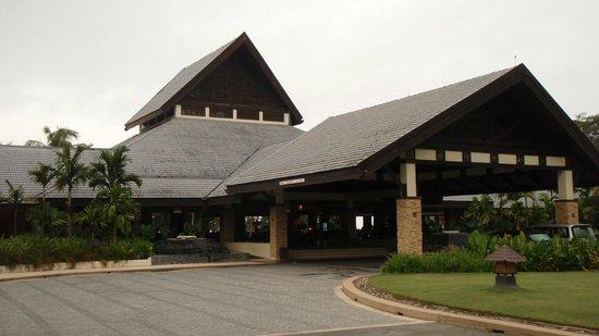 Shangri-La's Rasa Ria Resort & Spa: Hotel entrance