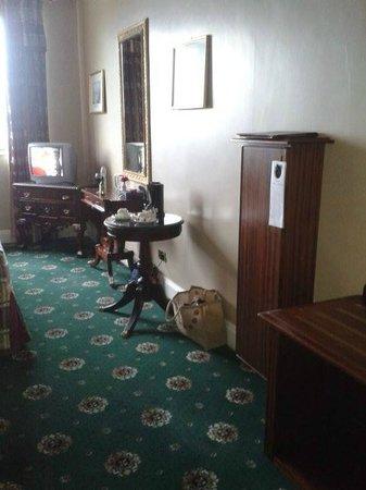 Lakeside Manor Hotel: Proper iron and ironing board tackfully disquised