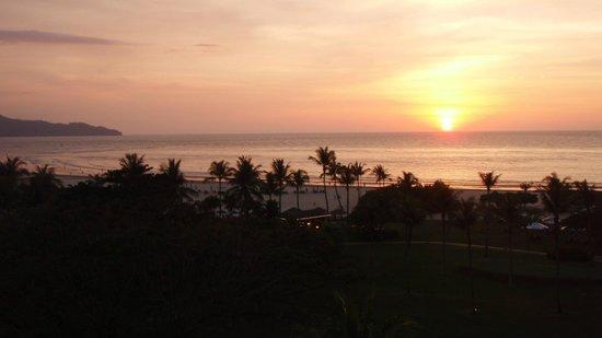 Shangri-La's Rasa Ria Resort & Spa: Spectacular sunsets