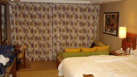Shangri-La's Rasa Ria Resort & Spa: Our large room