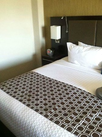 Crowne Plaza Los Angeles International Airport Hotel: King Bed