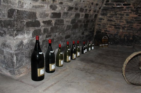 Wine and Voyages : Various sizes of wine bottles