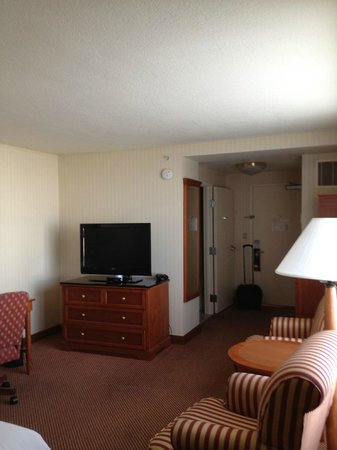 Hilton Portland & Executive Tower: view from corner of the room looking towards entrance