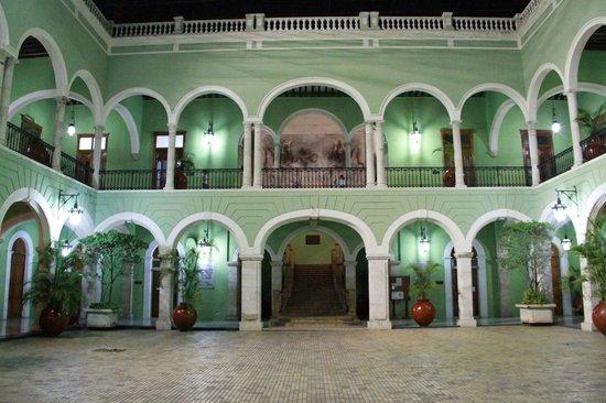 Plaza Grande: government palace