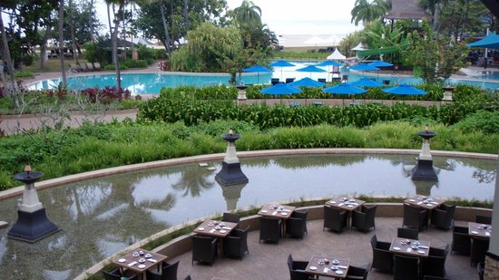 Shangri-La's Rasa Ria Resort & Spa: The main restaurant where we had one dinner, breakfast every morning and 2 lunches.