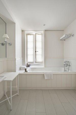 La Villa Clarisse : Salle de bain Chambre Premier