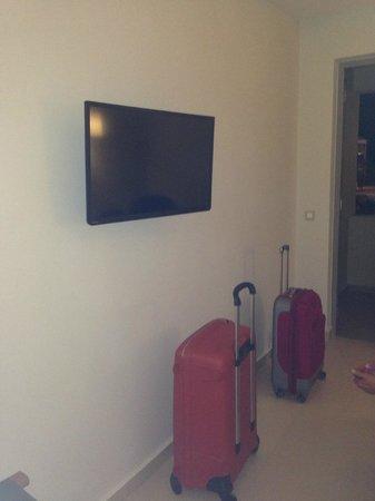 Iperion Beach Hotel: télévision écran plat murale