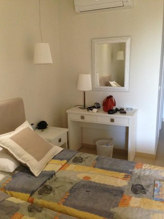 Iperion Beach Hotel: chambre