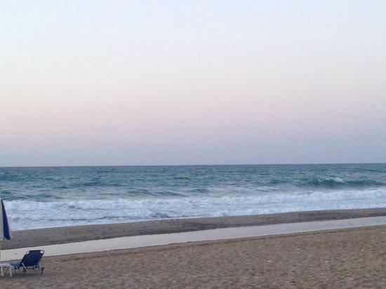 Iperion Beach Hotel : plage devant l'hôtel